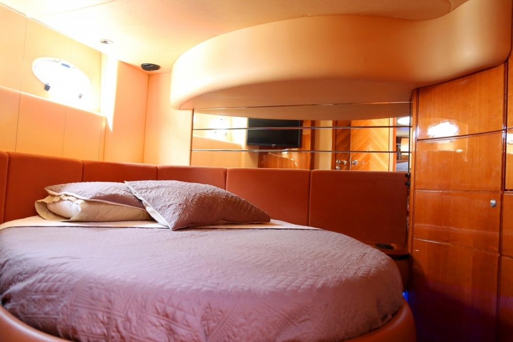 "Azimut 46 Flybridge,""Jenny Z"" Guests Cabin"