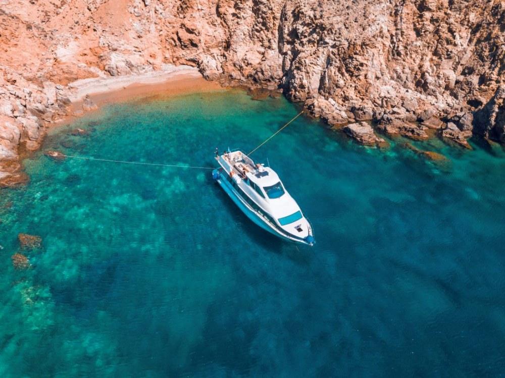 Discovery Glassbottom Yacht