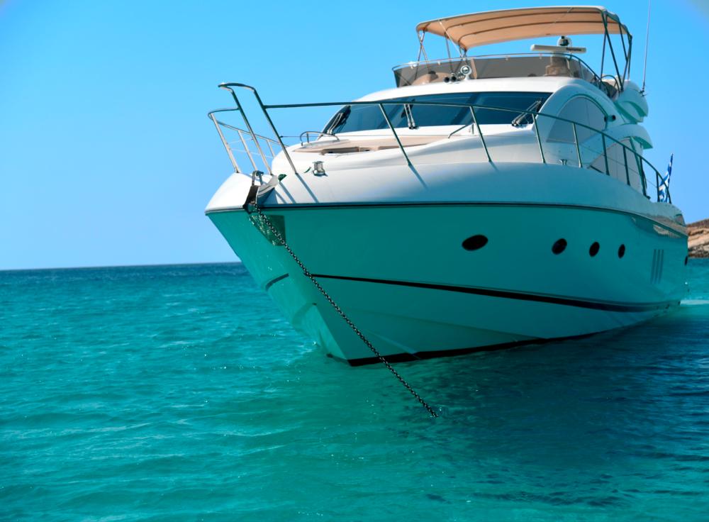 Mykonosyachting-Luxuty-Private-Yacht-Charter-Serenity-Sunseeker60-Flybridge-2