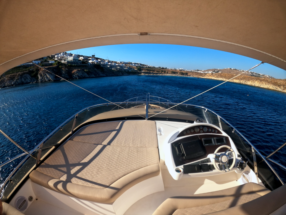 Mykonosyachting-Luxuty-Private-Yacht-Charter-Serenity-Sunseeker60-Flybridge-4